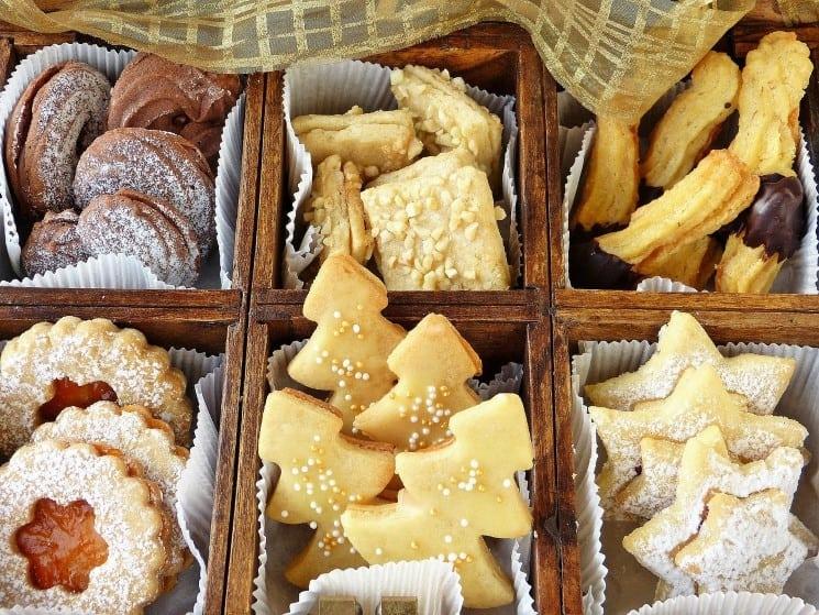 Pečení cukroví k vánočním tradicím neodmyslitelně patří