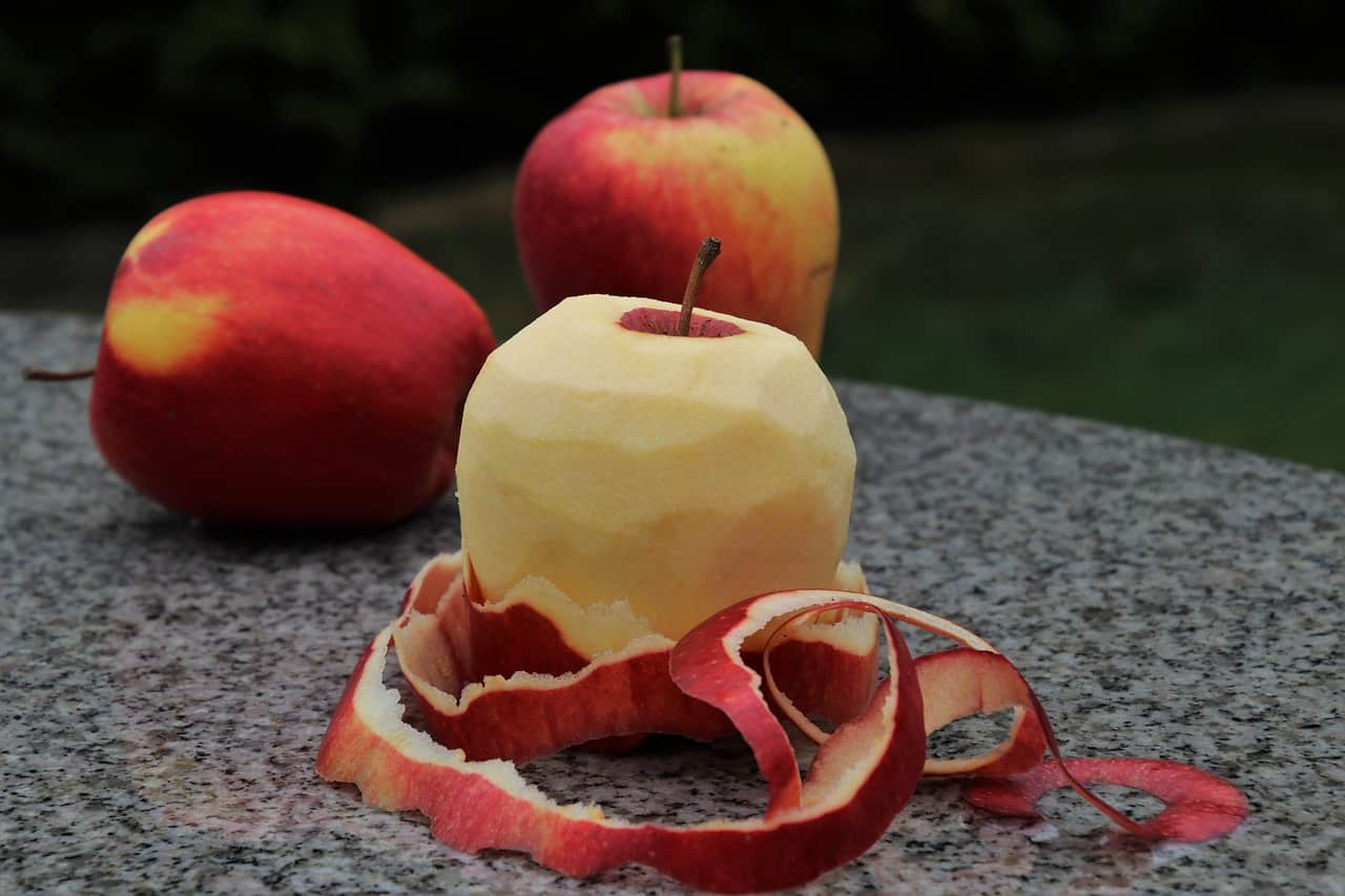 Vánoční věštění z jablečné slupky