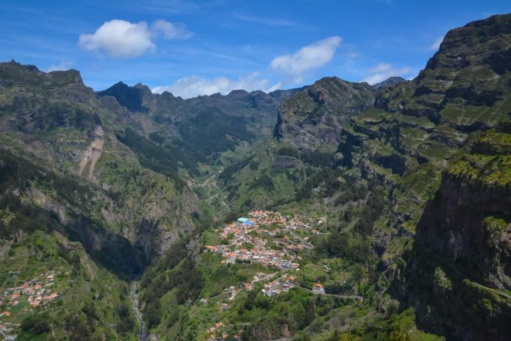 25) Vyhlídka na údolí jeptišek – Eira do Serrado